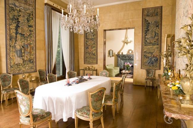 La Sala da pranzo con, alle pareti, arazzi di Bruxelles del XVI e XVII secolo
