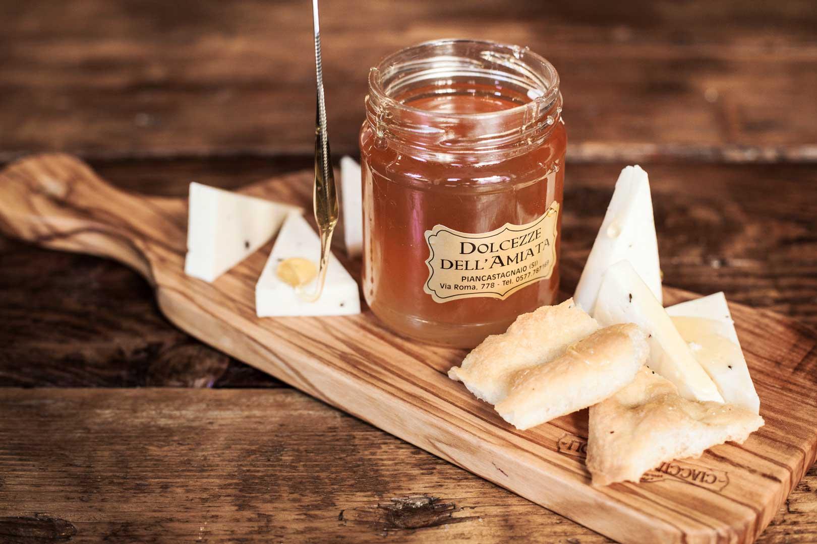 ciaccia-coi-ciccioli-milano-formaggio-miele