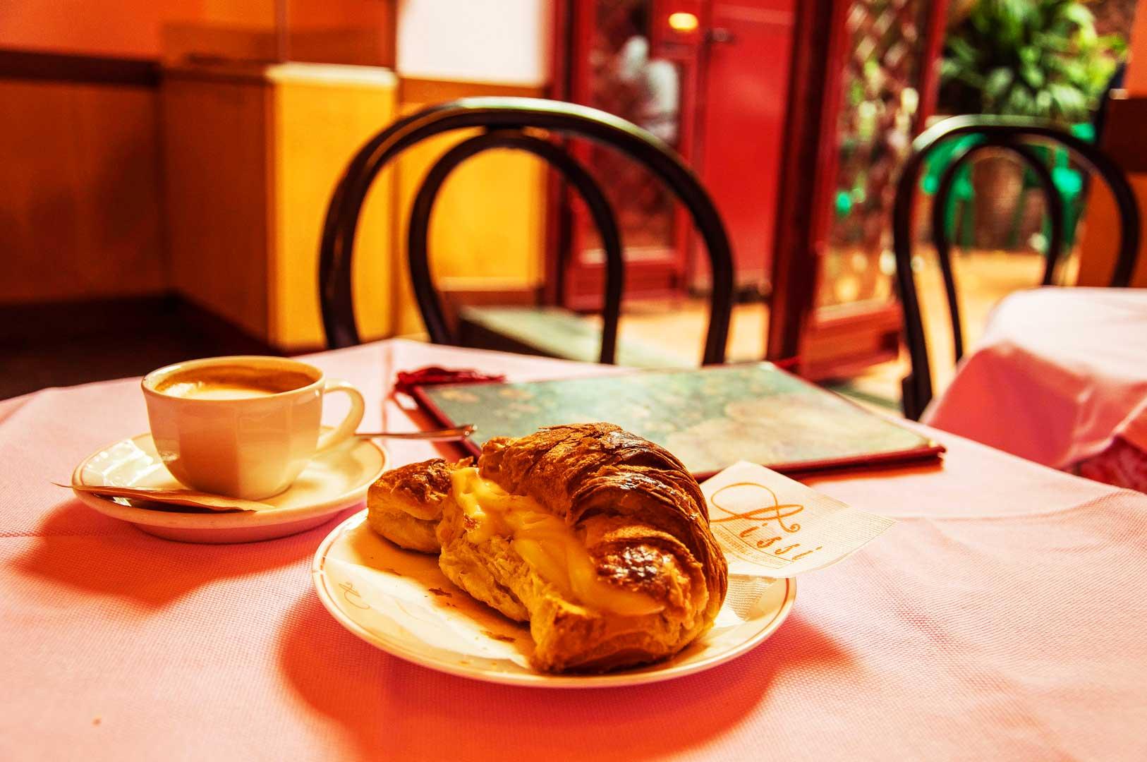 pasticceria-sissi-caffe-croissant