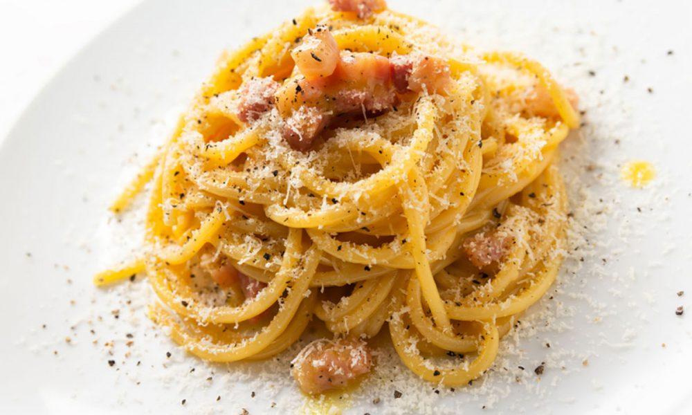 Spaghetti alla Carbonara: Storia e Ricetta Originale per un Risultato Super Cremoso