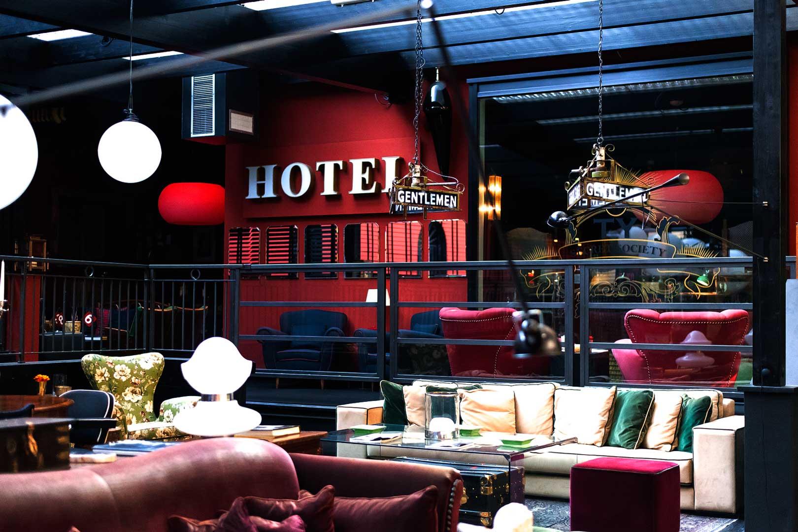 I migliori cocktail bar a tema di Milano - The Doping Club