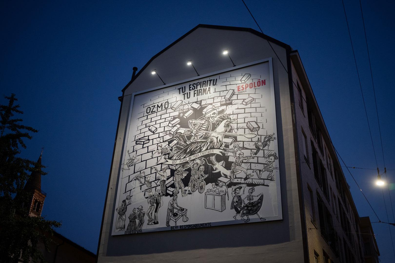 Il murale dell'artista OZMO in Corso di Porta Ticinese 66