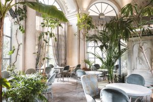 Non vi resta che varcare la soglia dei migliori bar con dehors di Milano, alla ricerca del vostro nuovo place to be all'aria aperta!