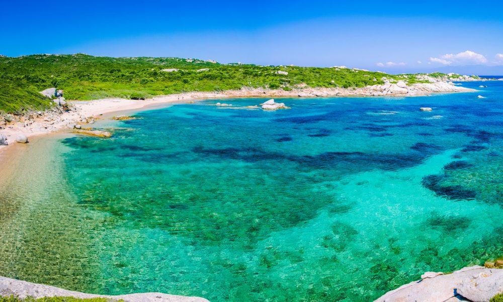 Visitare la Costa Smeralda: i Migliori Ristoranti, Hotel, Spiagge e Specialità Locali