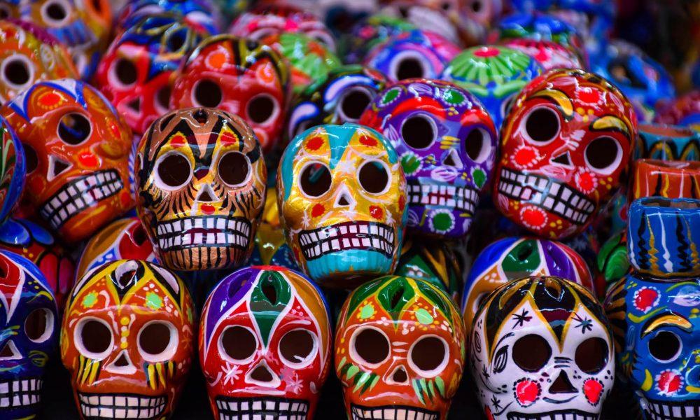 Halloween e Día de Muertos: Storia, Miti e Curiosità di Due Festività Spesso Confuse