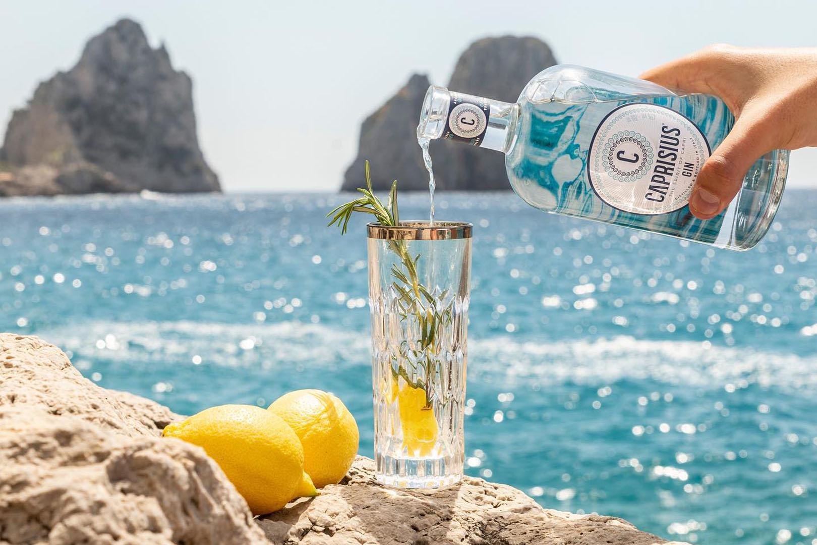 Una Celebrazione del Gin tra Degustazione e Miscelazione d Autore