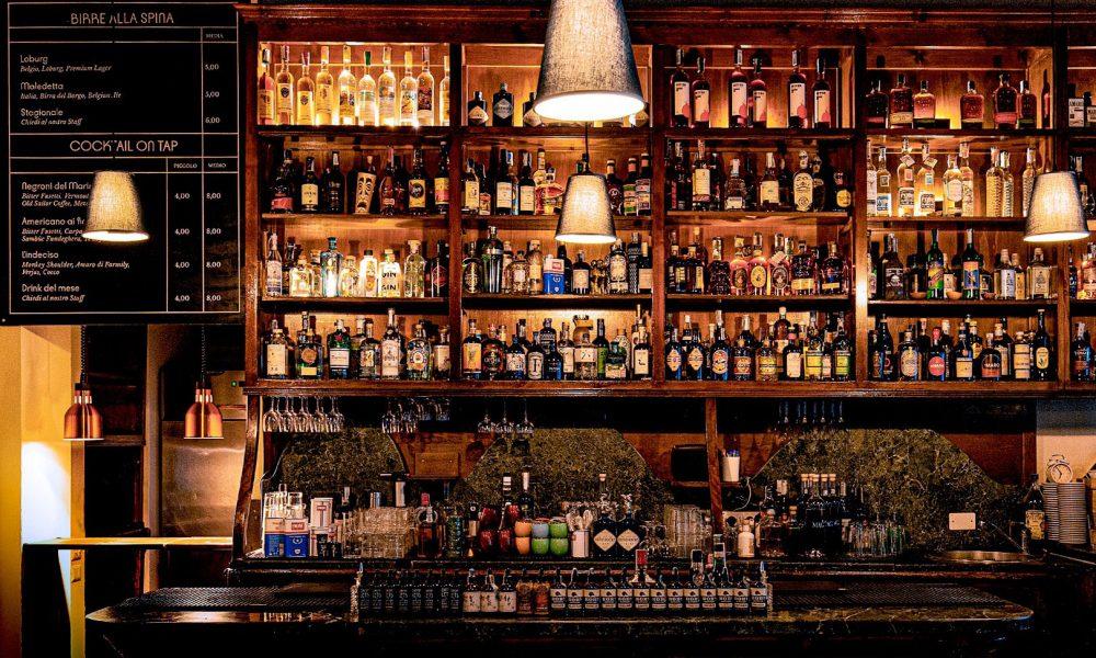 Una Celebrazione del Gin, tra Degustazione e Miscelazione d'Autore