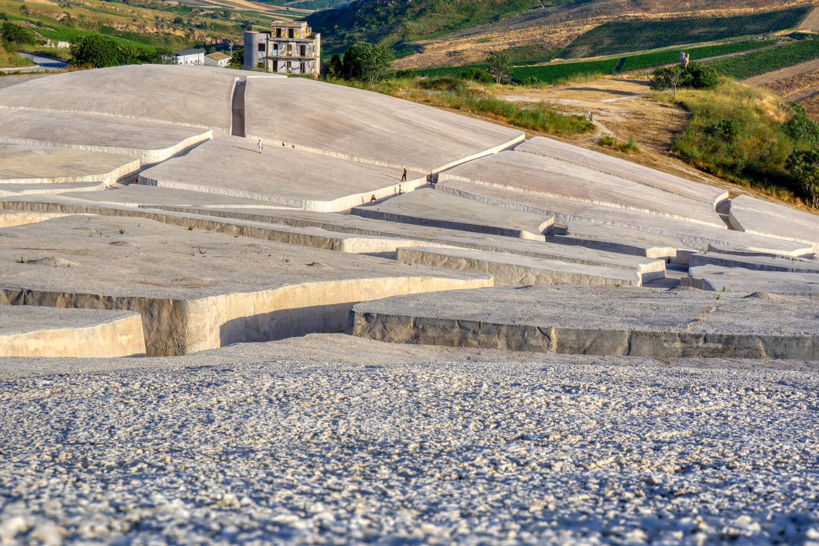 Un Viaggio in Sicilia tra Contemporaneità e Autenticita